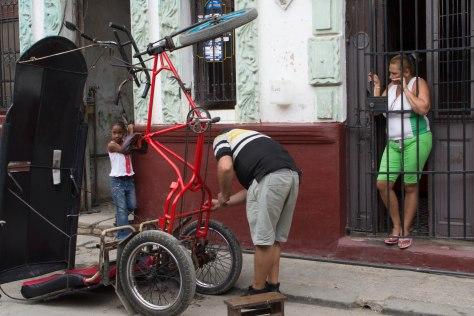 Habana vieja street photography travel cuba havana bike taxi bicitaxi